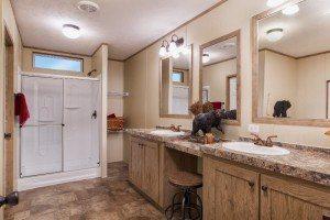 Sulphur Springs Colonial COL32523V casa móvil baño principal