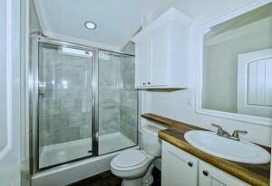 D40EP8-10-Master-Bathroom