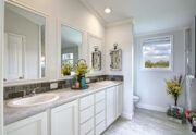 Meridian Falcon L40EP8 - Smart Cottage - Master-Bathroom 2