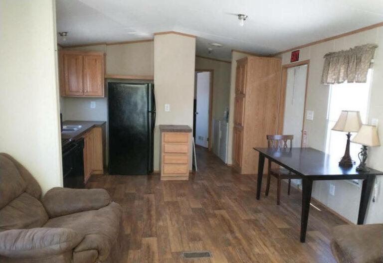 2011 Oak Creek 1 habitación 1 baño 14 × 46 - Tenemos 4 modelos de casas usadas a la venta!